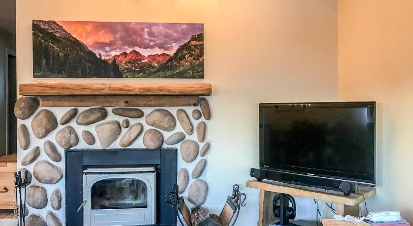 East Vail 2 Bedroom condo #12E w/ Hot Tub and Shuttle
