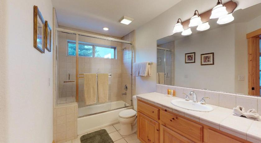 Tahoe Donner Home Away from Home - 4BR/3BA