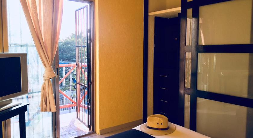 Apartman Cozy room with bathroom, A/C and POOL - 5A