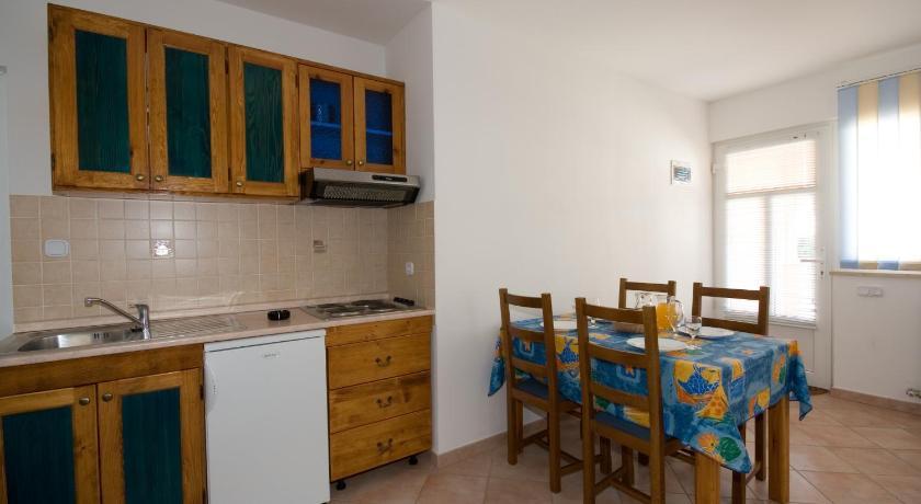 dc5b7255a299e Apartments Valentino Brostolade 39 Vrsar