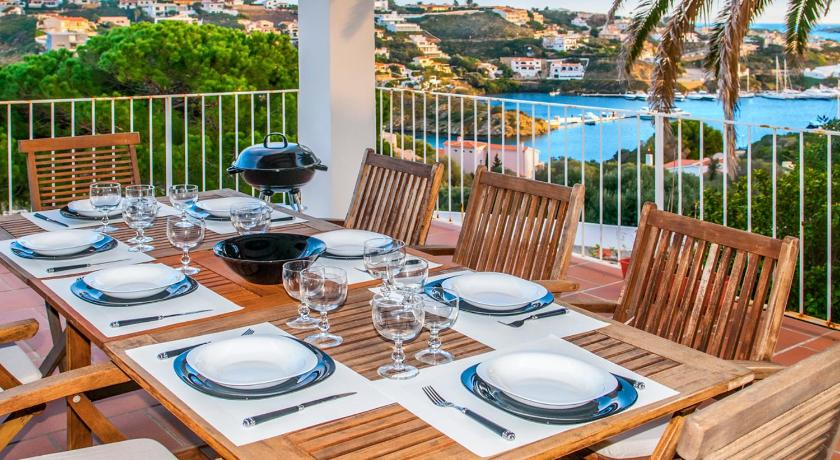 Cala Llonga Villa Sleeps 7 Pool Air Con WiFi