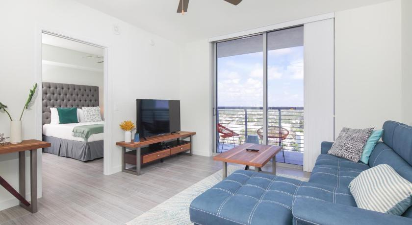 2BR Luxury Condo City View, Balcony