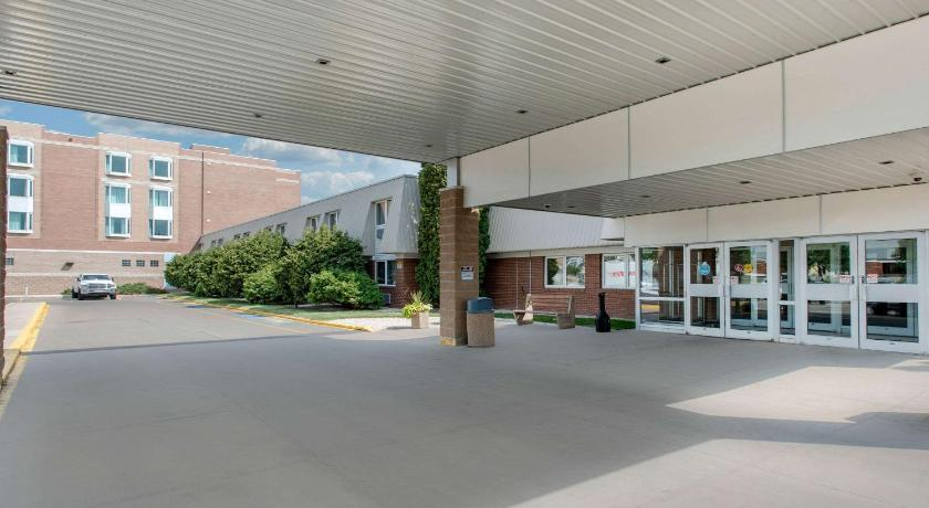 Best time to travel Canada Clarion Hotel & Suites