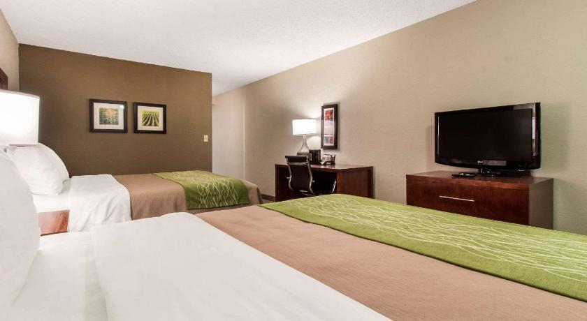 Comfort Inn Suites Omaha 7007 Grover Street Caradon Mobile Home Park