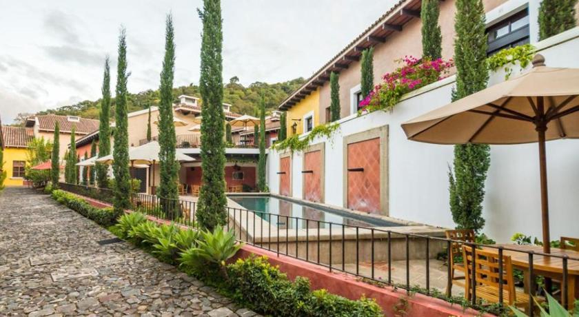Best time to travel Amatitlán Villas Orotava Antigua Guatemala