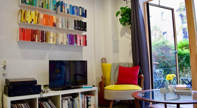 Colourful 1 Bedroom Flat in Haggerston