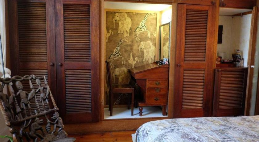 Wondrous Jambo Guest House African Room In Green Point Preise Fotos Home Interior And Landscaping Ologienasavecom