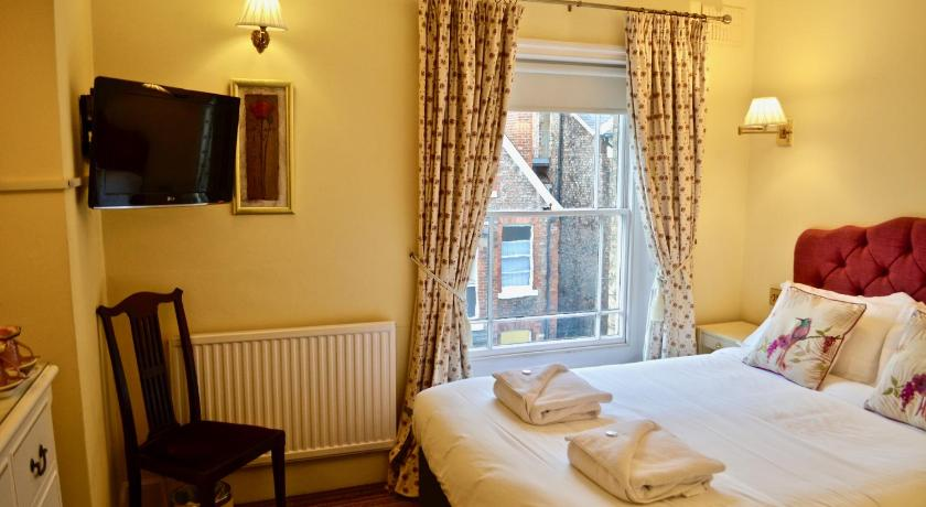 Standard Double Room 23 St Mary's