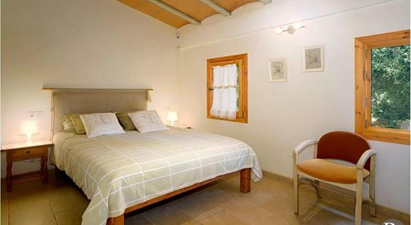 Pollenca Villa Sleeps 5 Pool Air Con