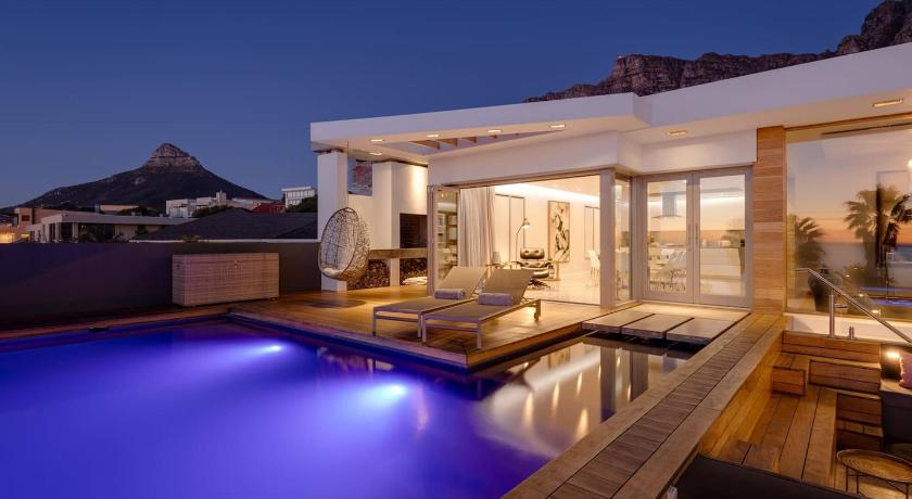 Best time to travel Cape Town Bukaka Camp Bay Villa