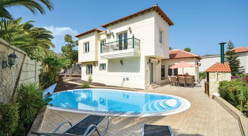 Best time to travel Spain Chayofa Villa Sleeps 10 Air Con WiFi