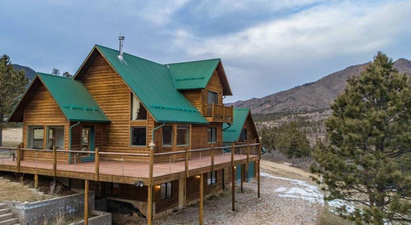 True Colorado Secluded Mountain Cabin 360 View Hotel Chipita Park Co Deals Photos Reviews