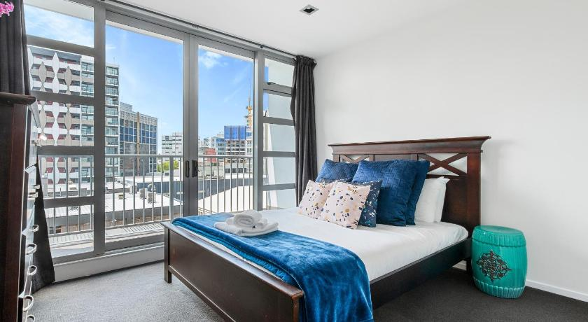Spacious 3 Bedroom Apartment In The Heart Of City Auckland Best Price Guarantee Mobile Bookings Live Chat