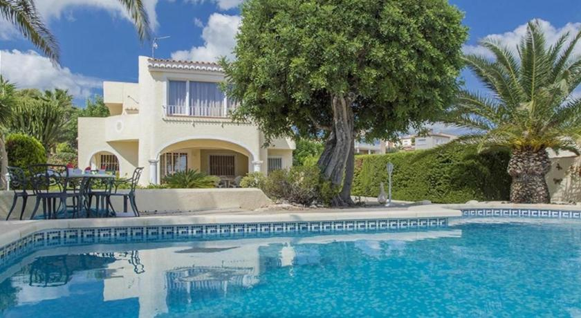 Best time to travel Spain Villa Altamira