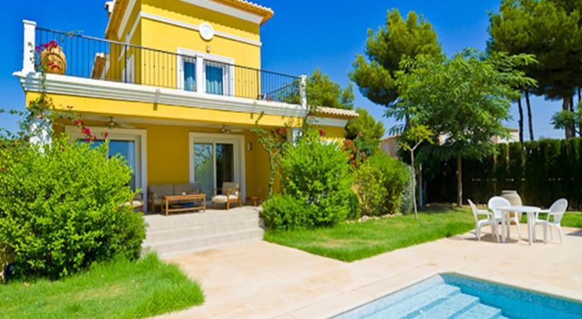 Best time to travel Spain Villa Bellmar