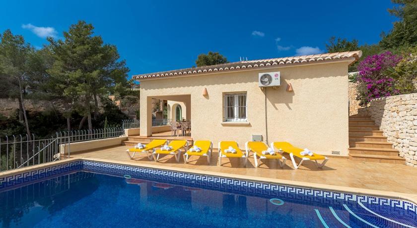 Best time to travel Spain Villa Estefania