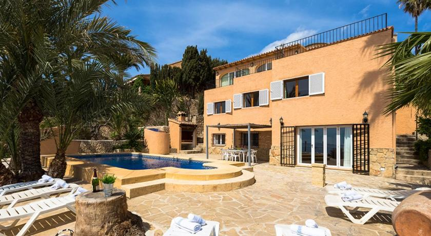 Best time to travel Spain Villa Eva