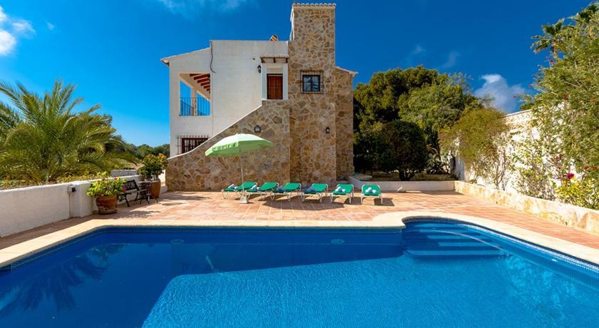 Best time to travel Spain Villa Irina