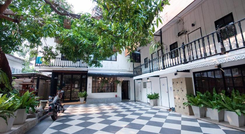 Best time to travel Bangkok Oh Compound Hostel