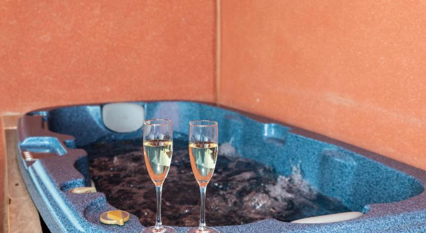 Piscina Con Jacuzzi.Best Price On Atico S Reserva Del Higueron 3 Dormitorios Con