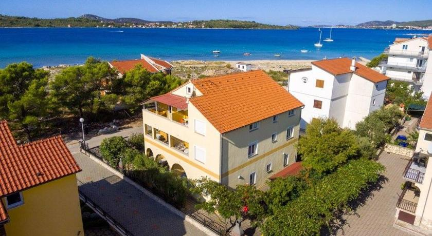Apartment in Vodice with sea view, balcony, air conditioning, Wi-Fi (4608-3)