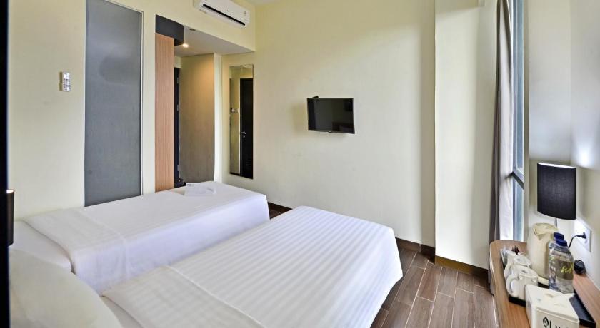 Whiz Prime Hotel Khatib Sulaiman Padang.