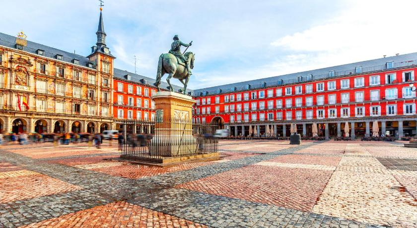 Best Price on Madrid Suites Plaza Mayor in Madrid + Reviews!