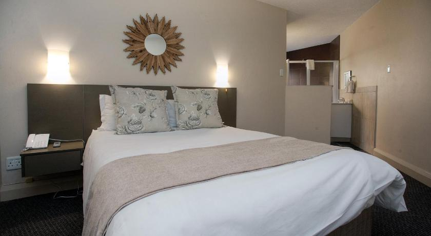 Deluxe Double Room with Shower Windsor Cabanas & Courtyard