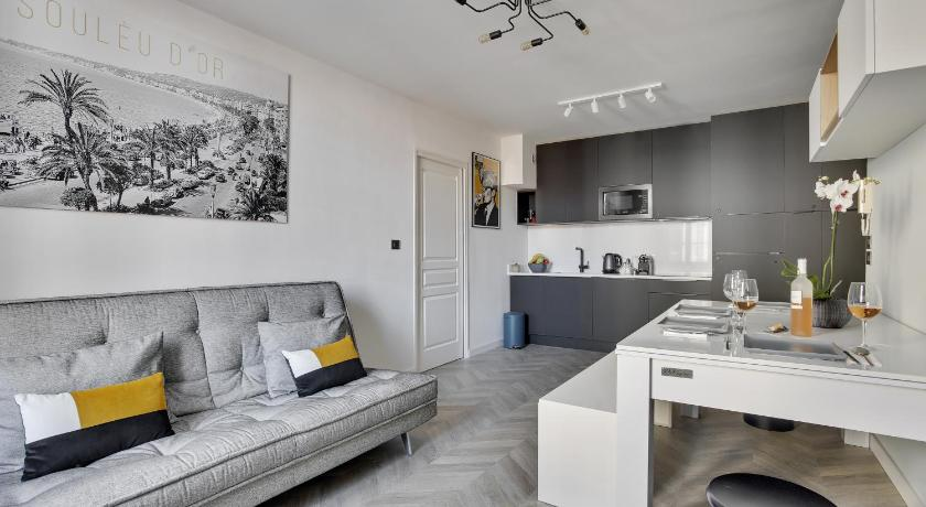 Design Apartment Cannes Center by Weekome