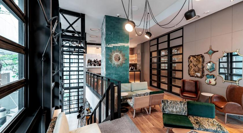 Best time to travel Kowloon Ovolo Central
