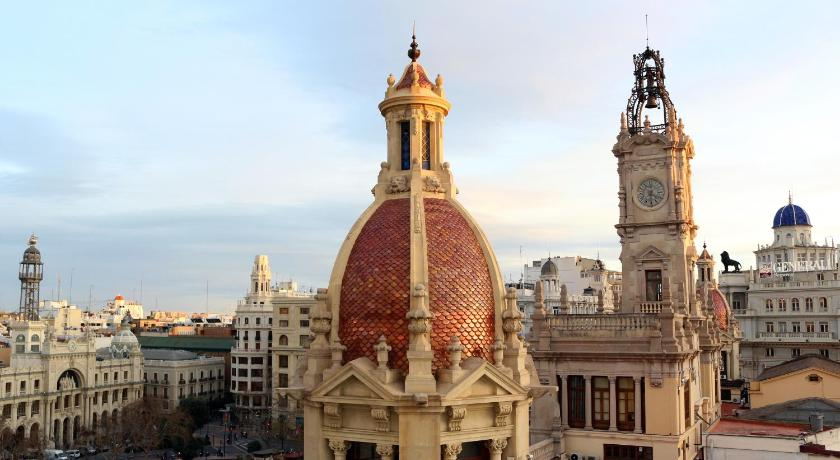 Best time to travel Valencia Ayuntamiento Panoramic II