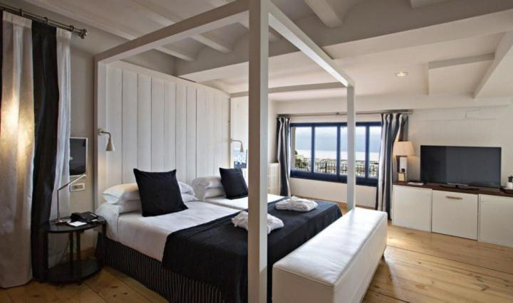 boutique hotels palamos  55