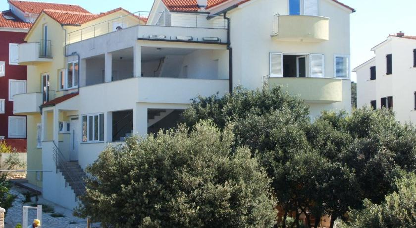 Apartments in Mandre/Insel Pag 27068