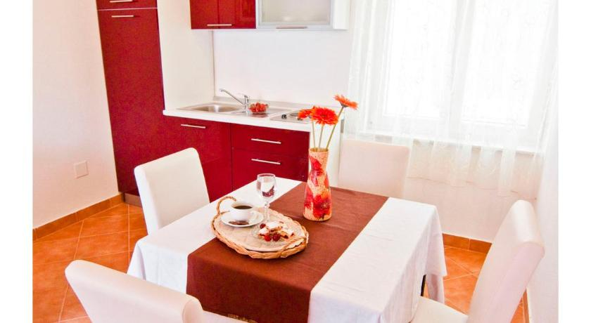 One-Bedroom Apartment with Balcony Apartments Cambi