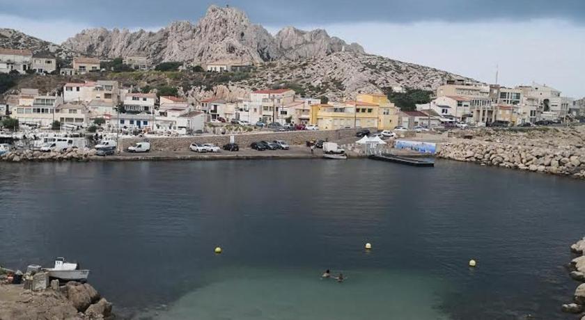 Best time to travel Marseille Cabanon les Goudes Marseille