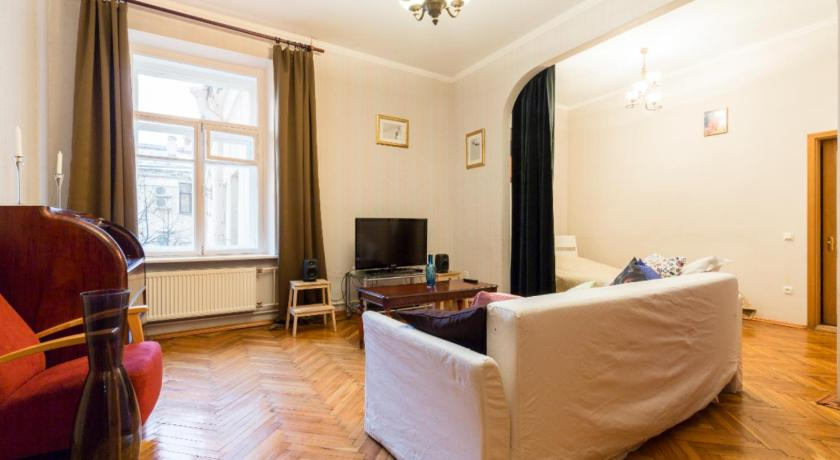 Authentic Saint-Petersburg apartment at Manezhnaya square