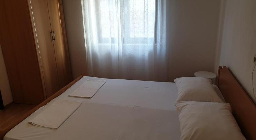 Triple Room Triple Room Metajna 4120b