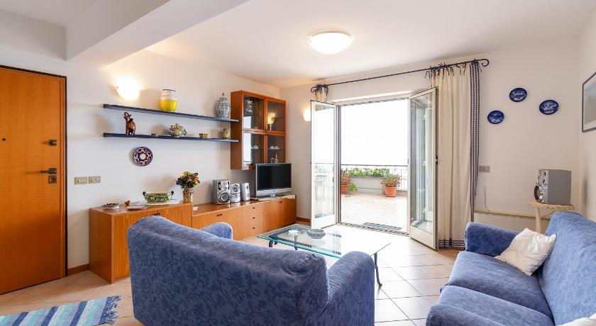 Fontana Vecchia Seaview Apartment