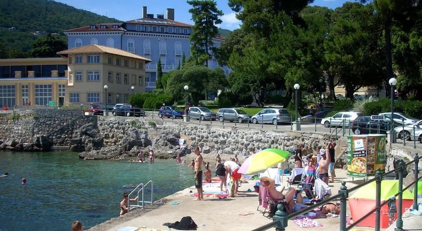 Apartments with a parking space Lovran (Opatija) - 15973