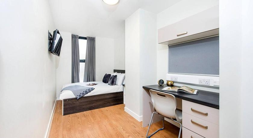 Modern and Fresh Double Bedroom Ensuite apartment