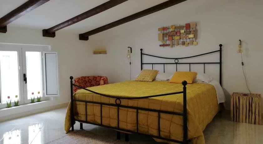 Letto Singolo E Matrimoniale.Antiche Mura Apartment Cielo Di Puglia 2 Matrimoniali Letto