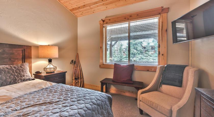 Two-Bedroom Apartment Deer Valley Black Bear 408A Condo