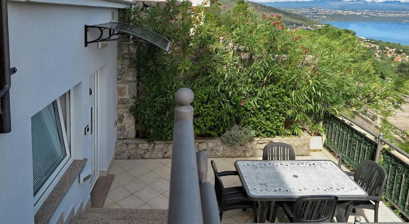 Apartments with a parking space Lovran (Opatija) - 16459