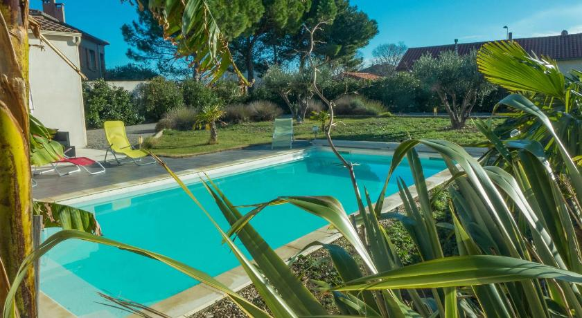 Casa 3 Habitacions  Peaceful Holiday Home in Lezignan-Corbieres with Pool