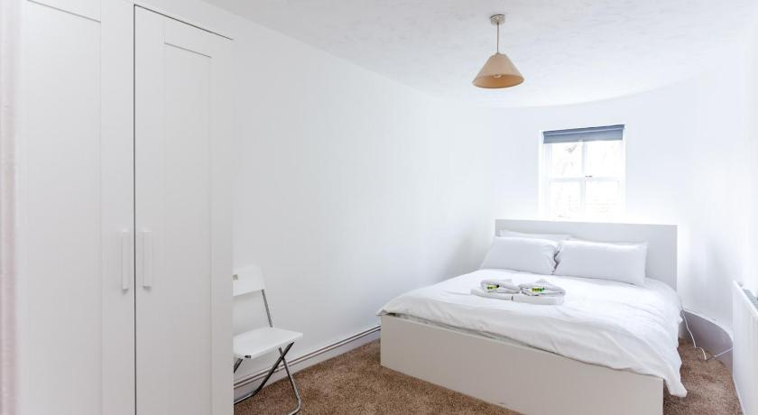 See all 18 photos Chic & Stylish 2BR Flat Mins from train station
