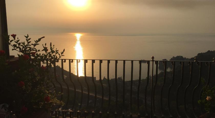 B B La Terrazza Sul Mare Taormina Via Gaetano Martino 13 19a