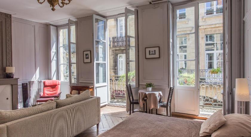 Best time to travel Bordeaux Maison d'Hôtes Chambre en Ville
