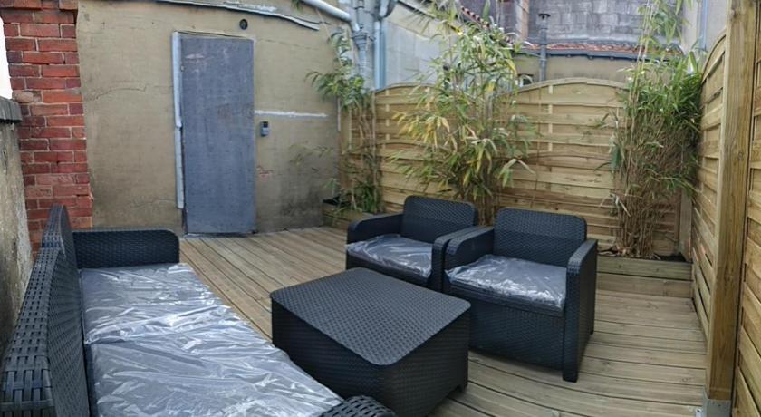 Book Appartement Style Loft Industriel Avec Toit Terrasse In