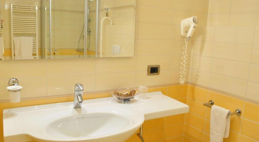 Comfort Queen Room San Giorgio, Sure Hotel Collection by Best Western