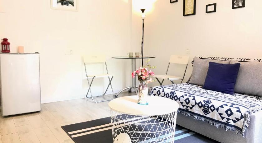 Guangzhou Riverside Garden Homestay In, Riverside Furniture Reviews
